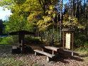 Turistický přístřešek u rybníka nad Rosničkou.