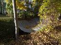 Plachty přes Svitavu by měly bránit přímému padání listí do řeky.